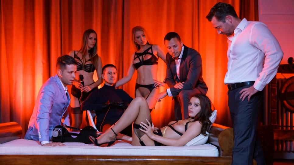 Мужики дали госпоже проверить киску новенькой сучки секс машиной